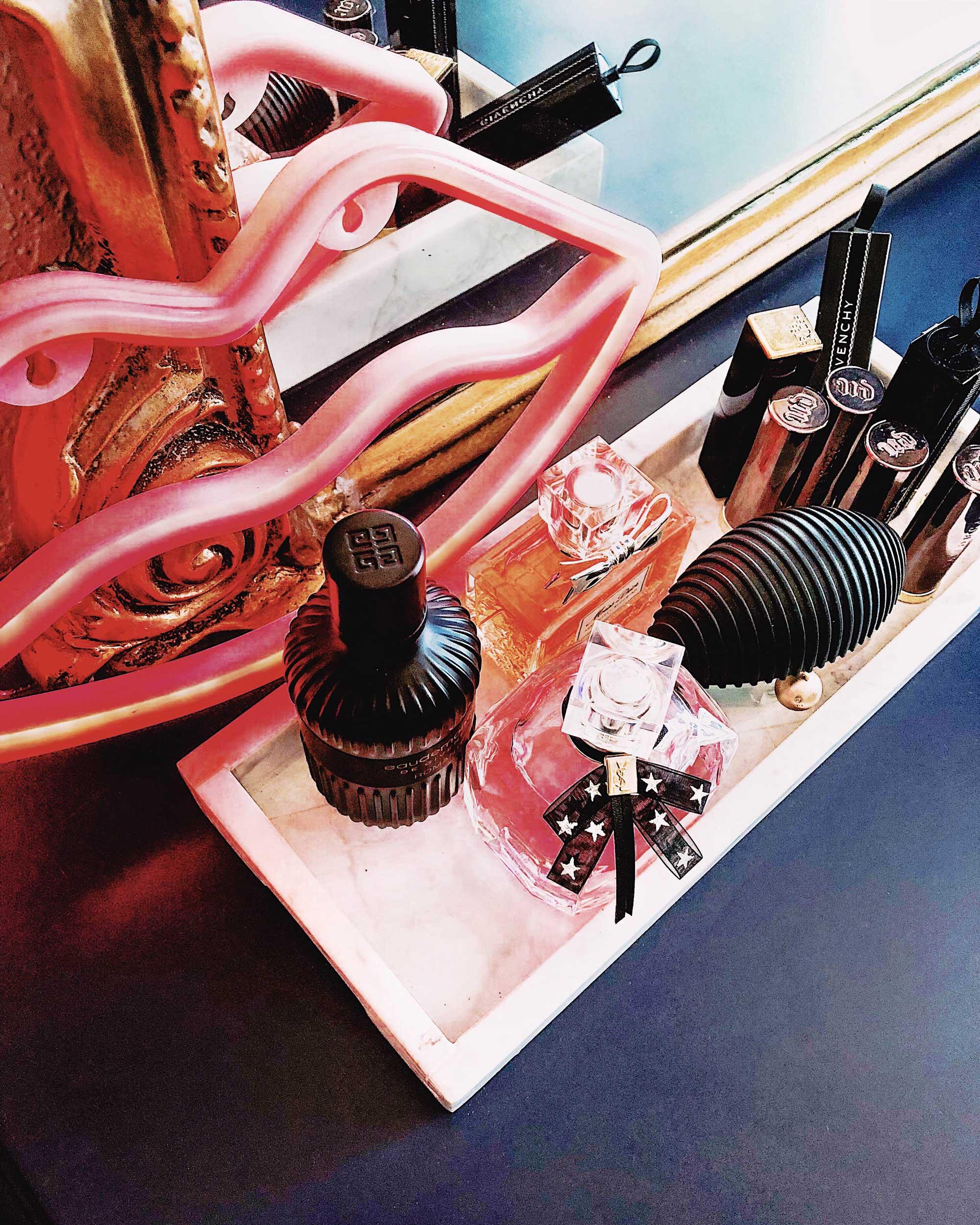 Vanity Room Decor Modern Eclectic Vanity with Desenio | Free Phone and Desktop wallpapers download Pink Lips Neon Light
